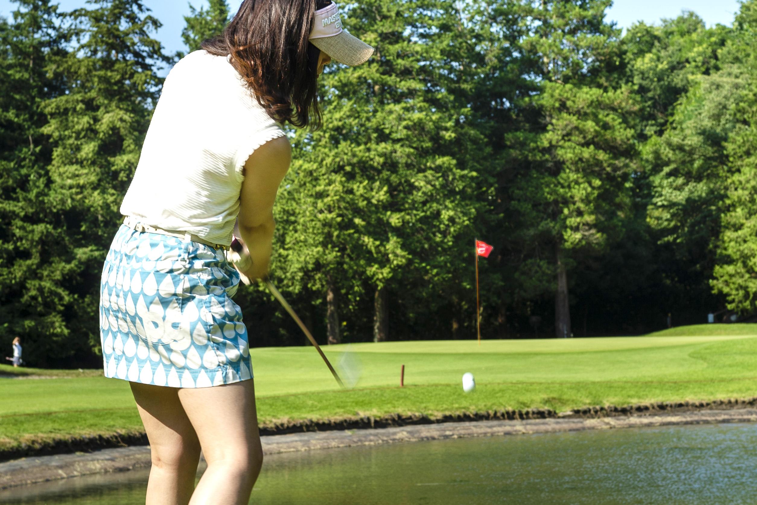 池を越えたのに、戻ってポチャ。この場合、池の向こう側にドロップできる?