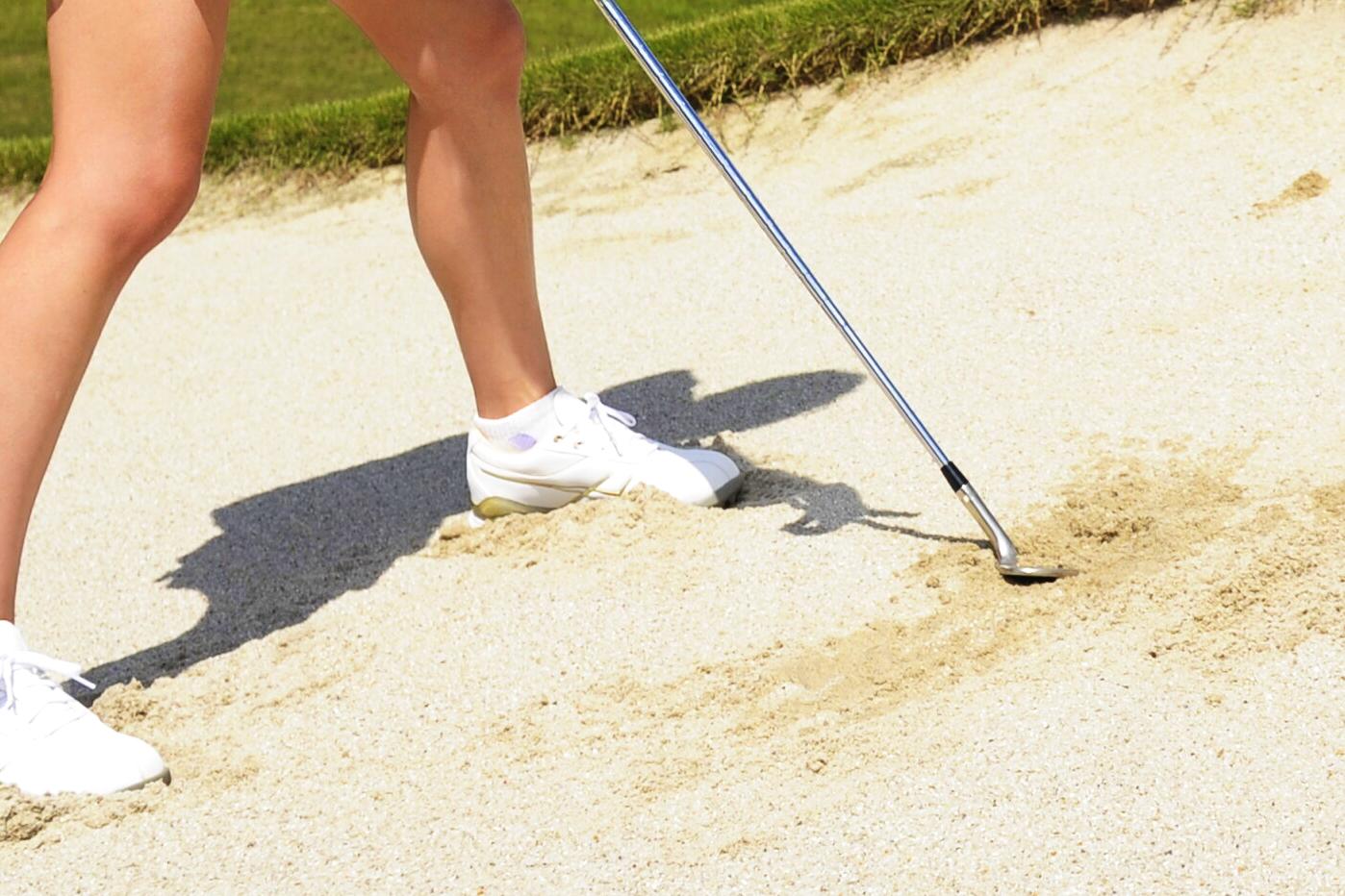 【ゴルルとルール】バンカーから球を打ったあとにクラブで砂に触れた。罰はあり? なし?